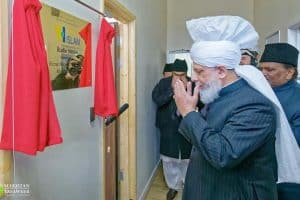 Inauguration de la première station radio islamique